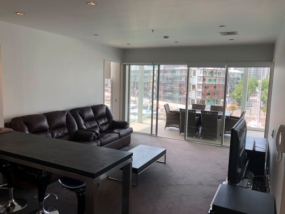 Beautiful viaduct apartment with views to match for Apartment matchmaker