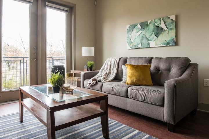 Contemporary 1BR @ Arts + Dining + Shopping