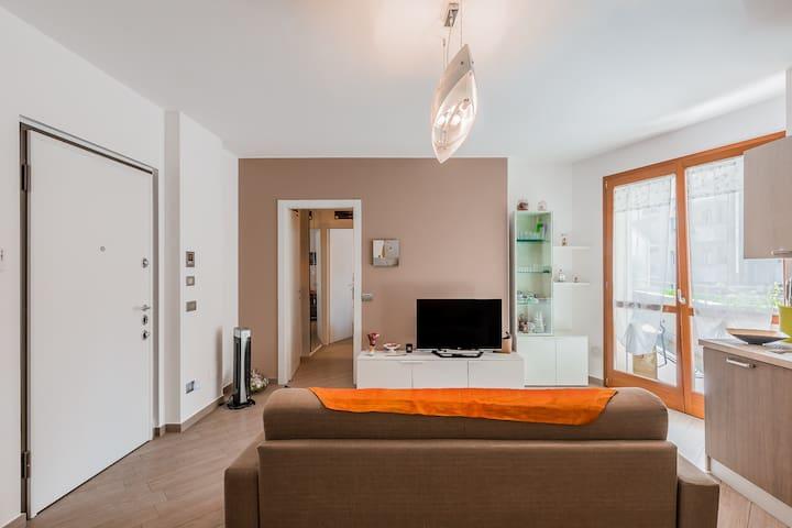 Soggiorno Le Azalee, 2 locali, bagno e balcone