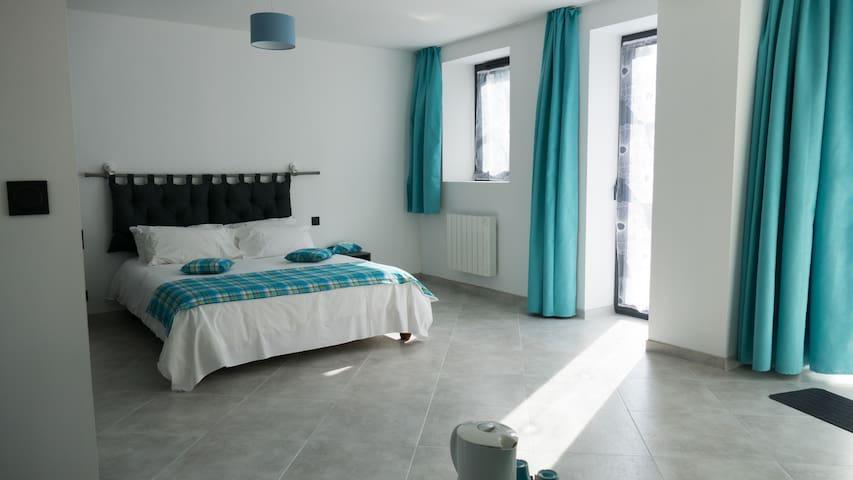 "Room ""Anses d'Arlet"" - Trévières - Bed & Breakfast"