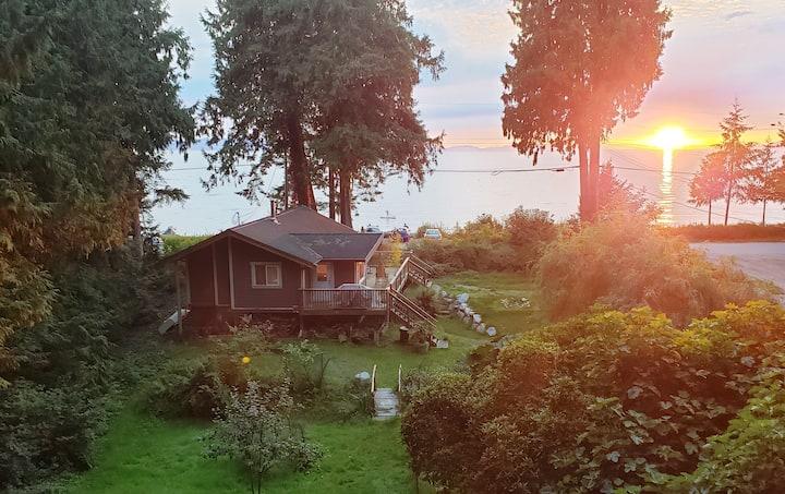Sunshine Coast Sunset Cottage - waterfront