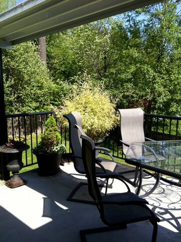 Beautiful nature B&B / Homestay in the city - Port Moody - Bed & Breakfast