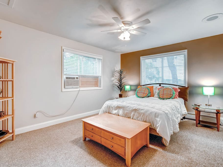 Bedroom with Air, Csable TV, Super comfy Queen Bed