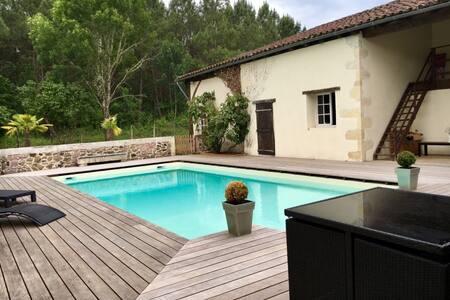 Charmante dépendance avec piscine-terrasse&jardin