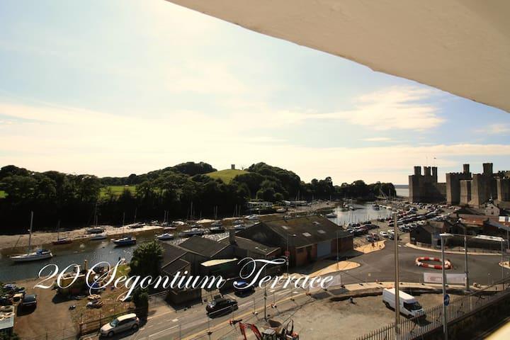 Georgian Townhouse Harbour & Castle Views