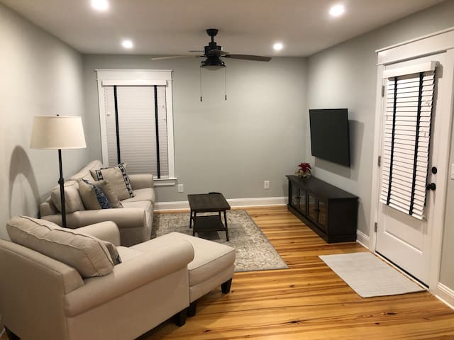 NEW Private Apartment Over Garage in Old Village!