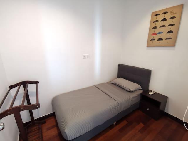 Bedroom 3 (Single Bed).