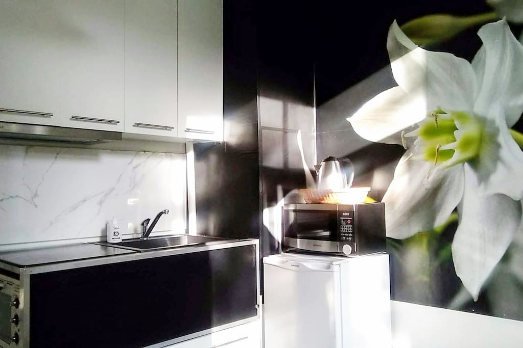 Black & White functional kitchen, just exactly what you need to unwind after exploring the city