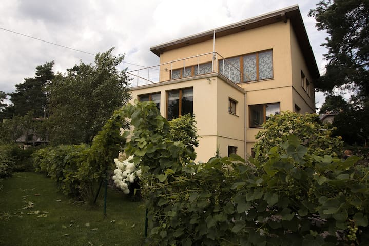 Cosy lakeshore house in charming area - Ryga - Wikt i opierunek