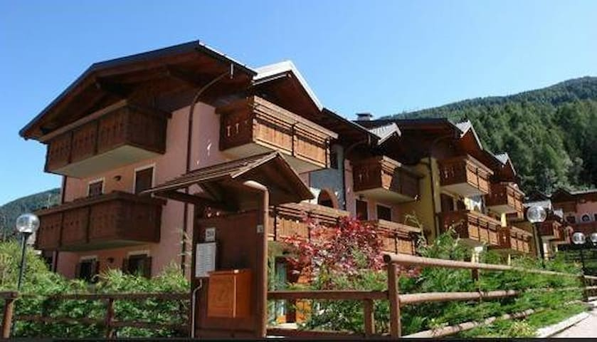 Aprica 3 rooms 6 beds and garage - San Pietro - 아파트