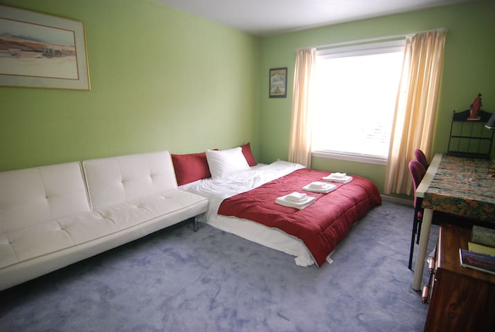 1393D Cozy King Bedroom near Daly City Subway