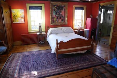 Private Suite in Historic Home - Weston - Ev