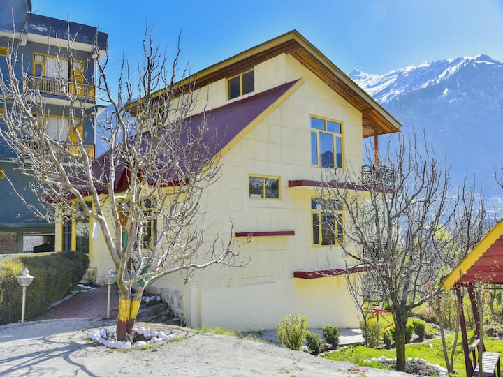 OYO -  Lively Hill-View 1BR Home in Nasogi, Manali