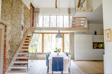 Large, sunny seaside barn conversion - 諾福克(Norfolk)