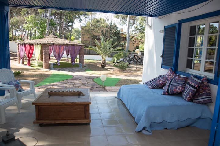 Spacious Family Villa in Quiet Valencia Suburb
