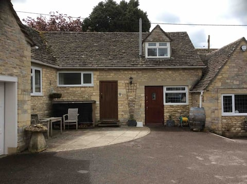 Cotswold Flat in the heart of Bibury, Cotswolds