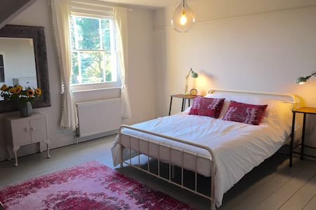 Beautiful large double room - Milford on Sea