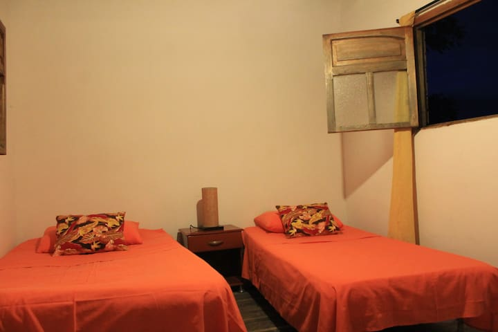 Entrepalmas casa hotel, habitacion La Tortota - Pereira - Flat