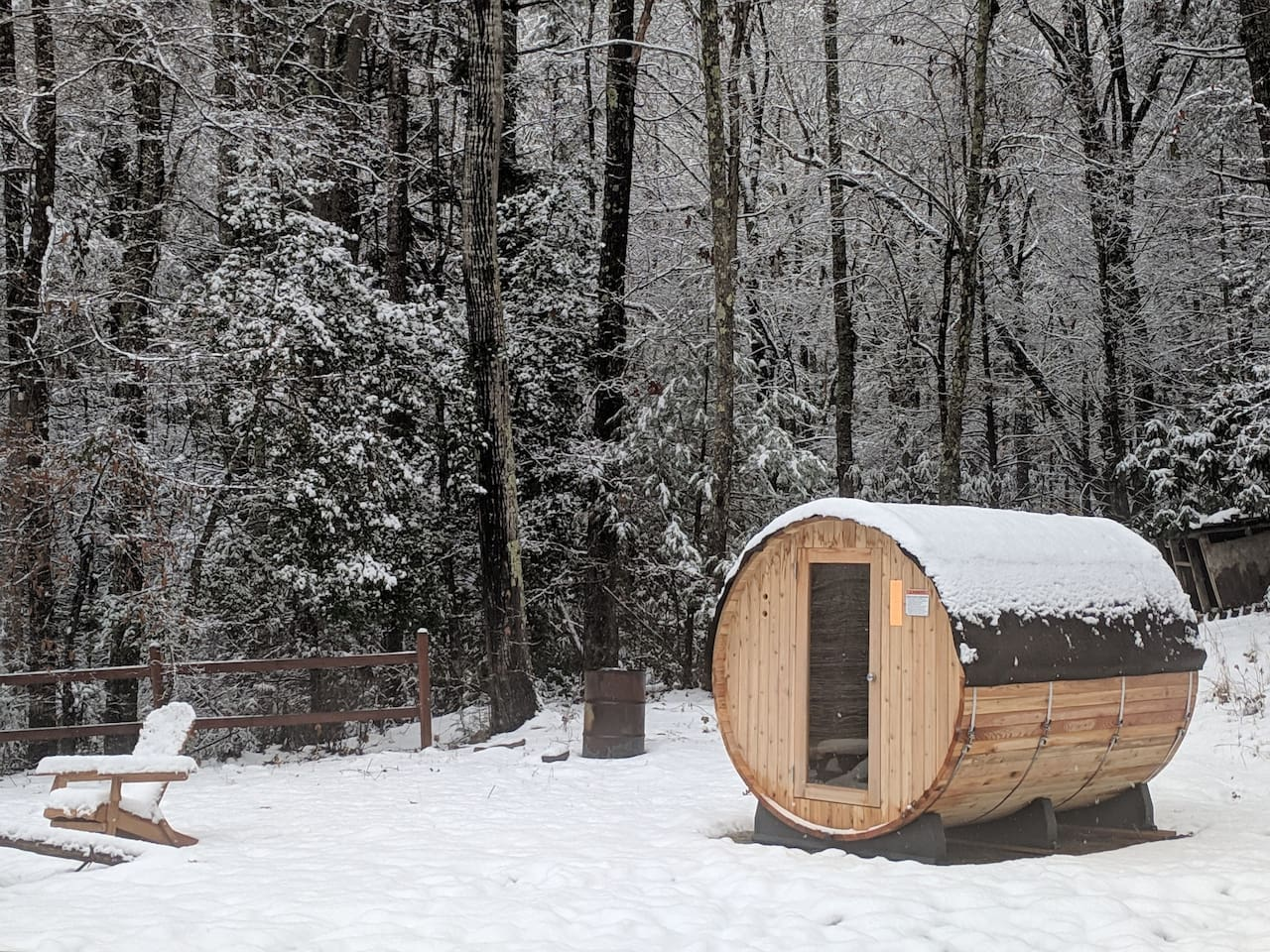 Private Log Cabin 1mile2downtown hottub,sauna+more