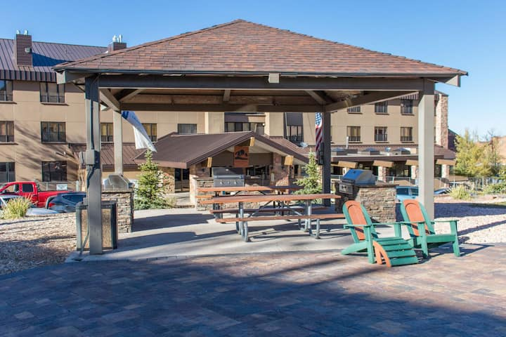 Cedar Breaks Lodge 3306 - Hotel style amenities -  Explore the game room and swimming pool area all included with your stay