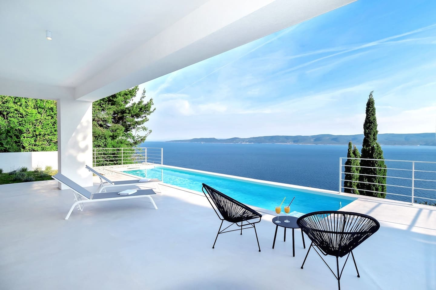 Villa V with private 27m2 pool and spectacular sea and island views