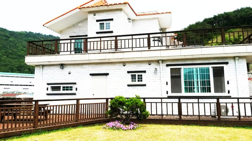 Quiet & Clean house with Grass Yard - Geoje-si - Ev