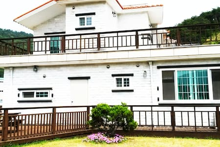Quiet & Clean house with Grass Yard - Geoje-si - Rumah