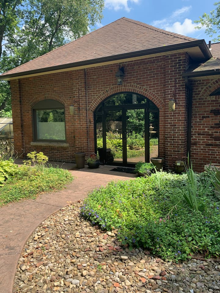 Gorgeous Home with Scenic can't miss views!