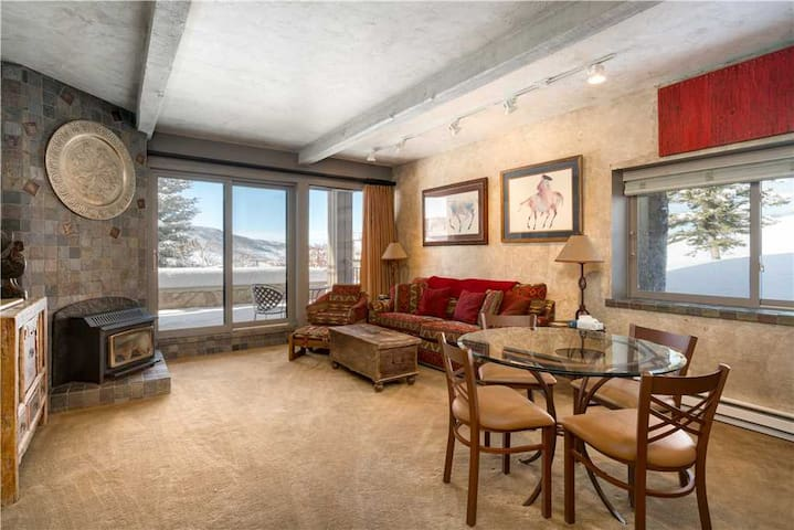 Great One Bedroom Condo Steps From the Gondola - The West 3205