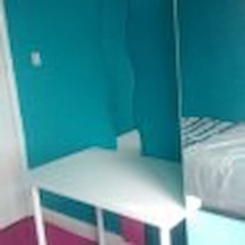 Comfy room in family house - Urmston - 獨棟