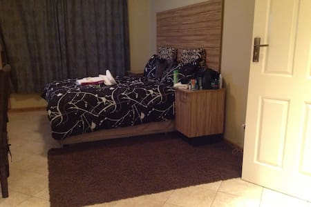 Ensuite bedroom with wifi - Harare