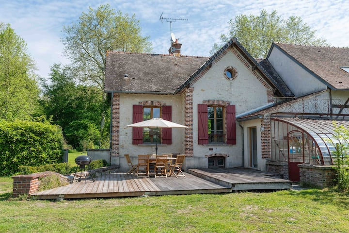 The Courtyard House of the Marais de Larchant