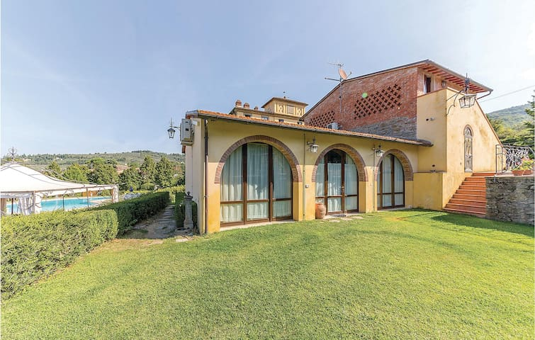 Semi-Detached with 2 bedrooms on 48m² in Arezzo