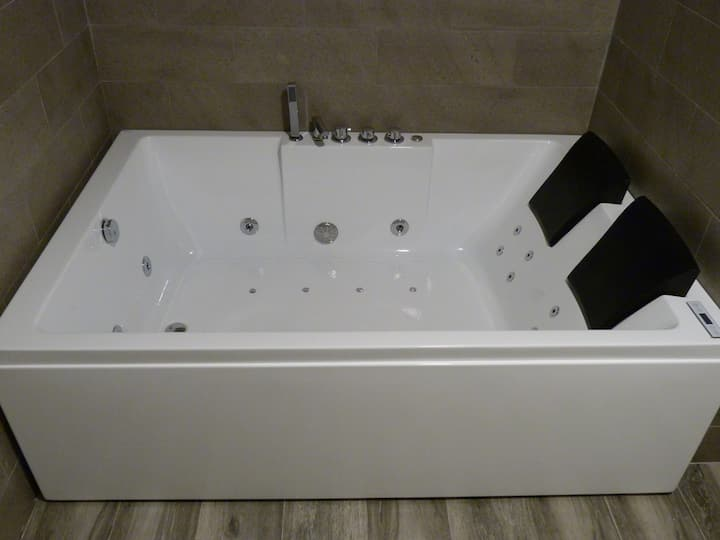 Special Suites - JACUZZI PARA 2 - WIFI free (F10)