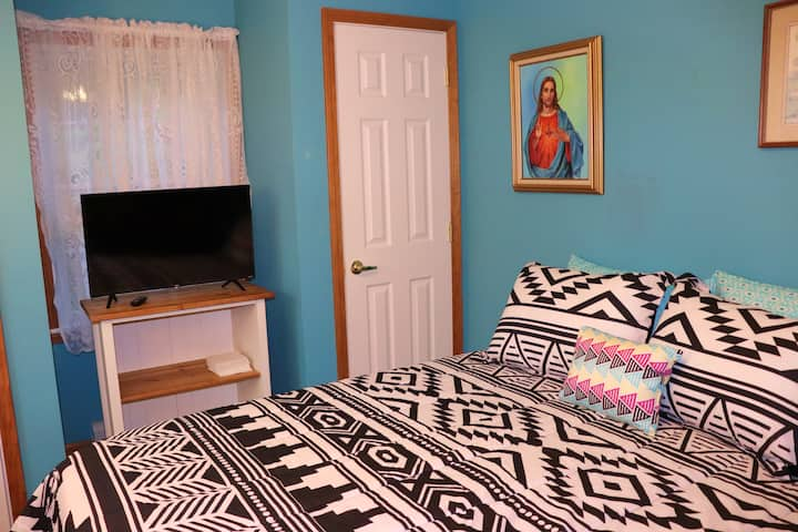 Affordable, cozy Queen bed by Stockton University