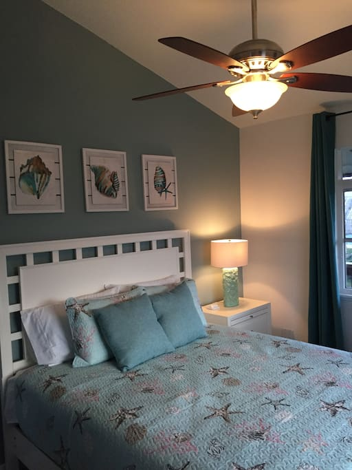Queen Bed Sunset View 2nd BR