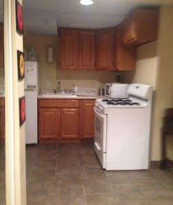 Private 1st level studio near NYC - Brooklyn - House