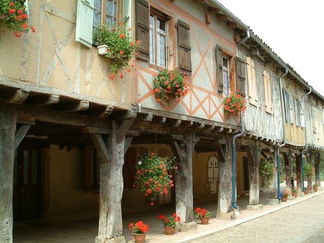 La Maison des Arcades - Tillac - Dům