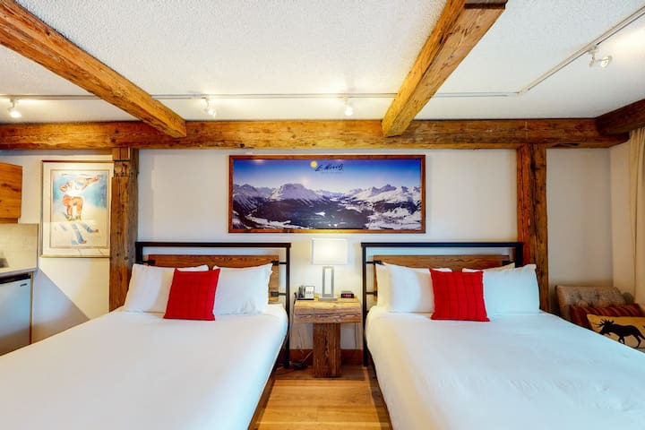 Ski-in/ski-out budget-friendly room w/shared hot tub, pool, gym - walk to lifts!