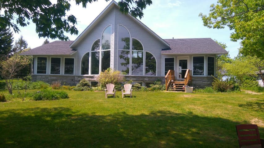 Spacious Cottage on the Water. - Gananoque - Casa
