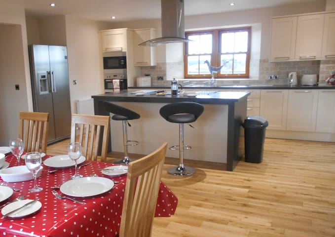 The Distillery Luxury Farm Holiday Cottage - Perth and Kinross - Casa