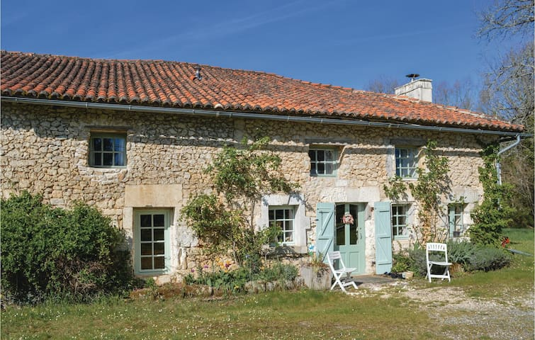 Holiday cottage with 3 bedrooms on 100 m² in St Fel. de Bourdeilles