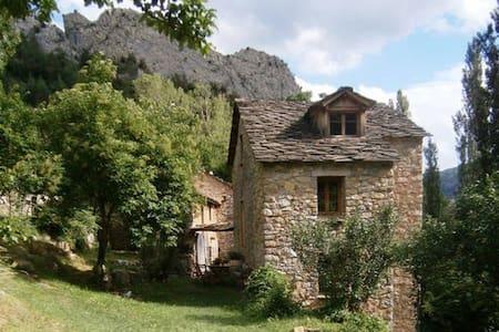 Molino del Puente Medieval de Boixols, Pirineo.