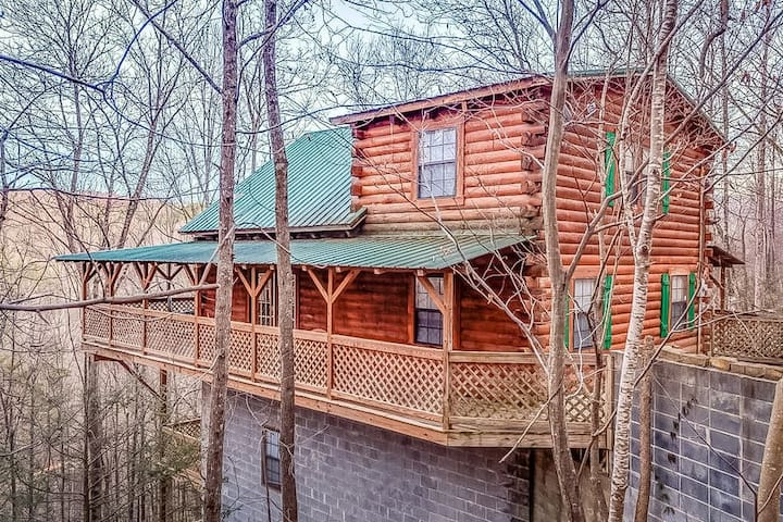 Authentic cabin with the perfect location!
