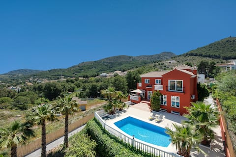 Amazing villa with pool and gym for up to 8 guests