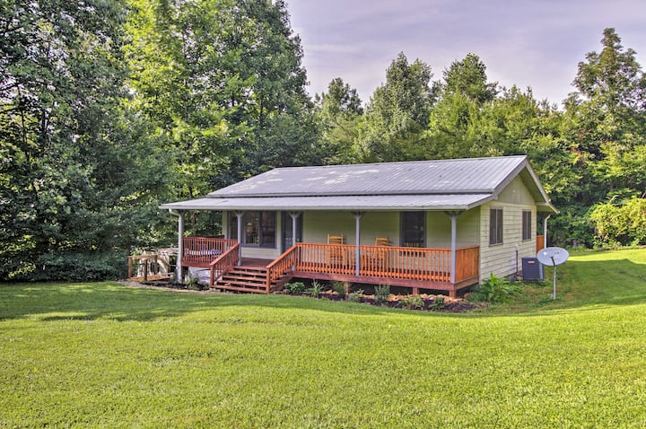 Cosby Cabin w/ 2 Porches, Deck & Game Room!