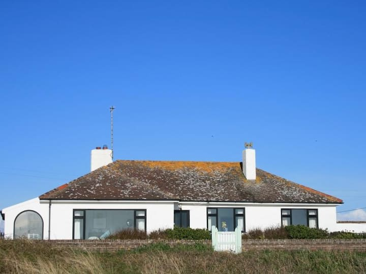 Faraway by the sea: a family seaside holiday home