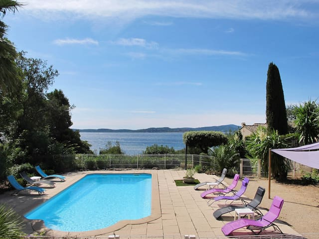 Spacious villa with pool and fantastic sea view over the bay to St. Tropez