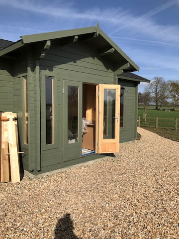 Quiet Log cabin on a farm - Hants / Berks border - Mortimer - Cottage