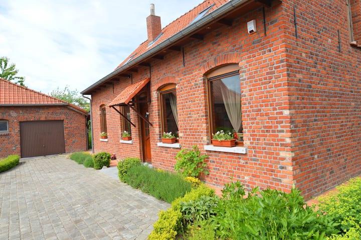 Cozy Holiday Home in Ploegsteert with a Garden